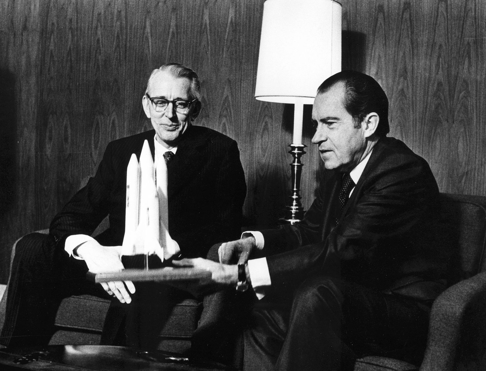 1572px-President_Nixon_and_James_Fletcher_Discuss_the_Space_Shuttle_-_GPN-2002-000109
